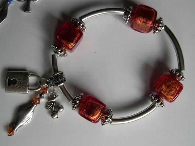 Bracelet_cubes_Murano_tiges_orange.jpg